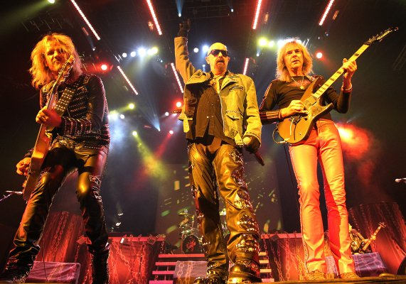 photo-judas-priest-richie-faulkner-guitar