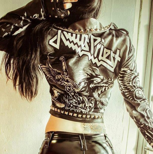 judas-priest-photo-kosuha-girl_1