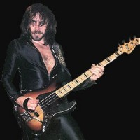 photo-judas-priest-bass-guitar-ian-hill